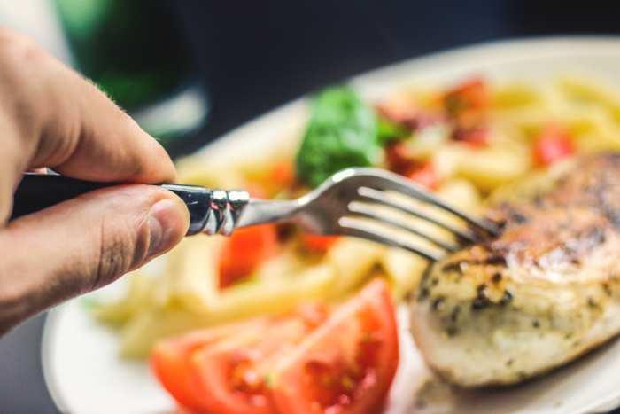 Plan semanal de 1300 calorías para adelgazar en un mes